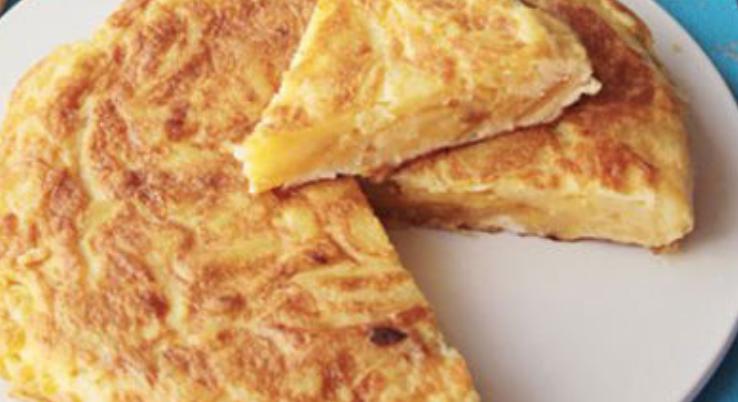 Aprende a preparar una deliciosa tarta fácil de pollo con queso – perfecta para comer con amigos